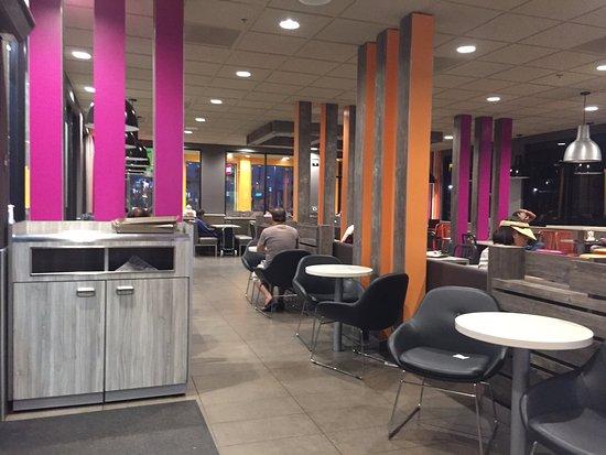 Alhambra, Califórnia: Inside McDonald's