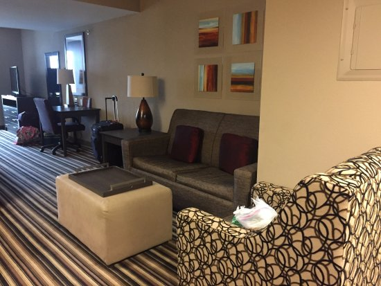 Homewood Suites by Hilton Columbus/OSU: Deluxe king suite, living room