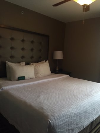 Homewood Suites by Hilton Columbus/OSU: Deluxe king suite, bed