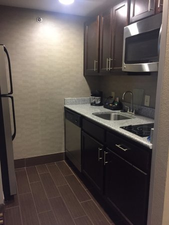 Homewood Suites by Hilton Columbus/OSU: Deluxe king suite, kitchen (no oven)