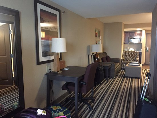 Homewood Suites by Hilton Columbus/OSU: Deluxe king suite, view from one end of the room to the other