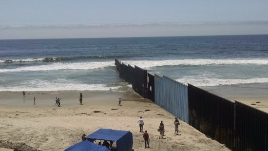 Playas de Tijuana: The border wall