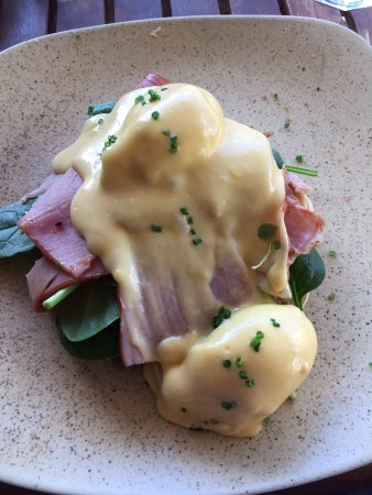 Mudjimba, Australien: eggs benedict