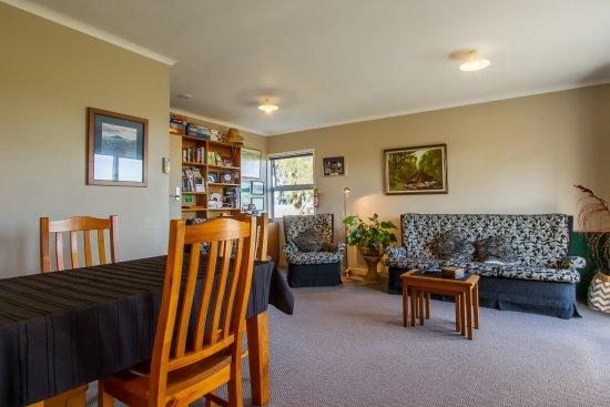 Te Aroha, Nuova Zelanda: Lounge/Dining/Kitchenette