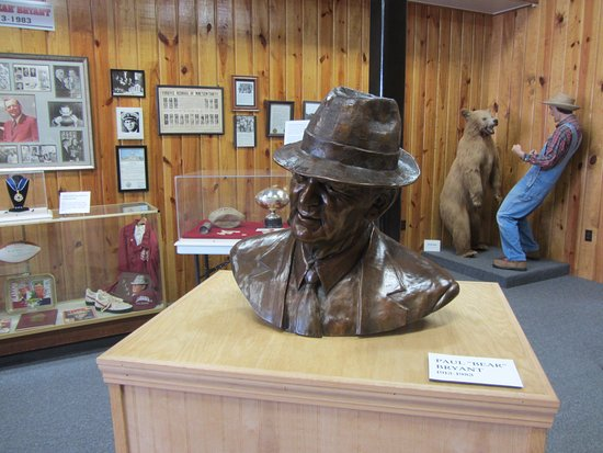 Fordyce, AR: Very nice Bear Bryant exhibit