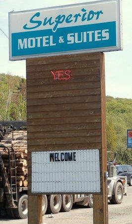 Superior Motel & Suites: Sign.