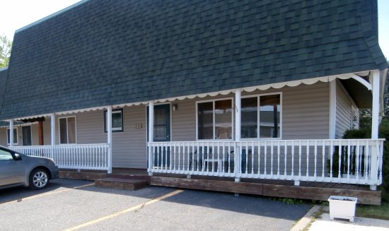Superior Motel & Suites: 3 bed suite, from the outside