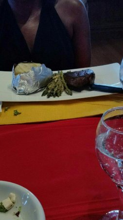 Mount Bethel, Πενσυλβάνια: Sirloin steak with baked potatoe and asparagus