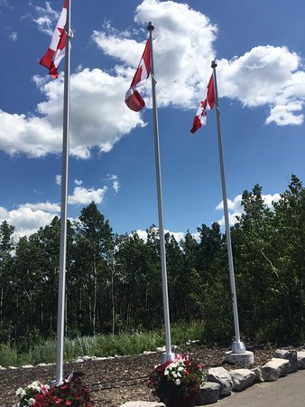 Innisfail, Canadá: Front of the golf club sharing in our Canadian pride.
