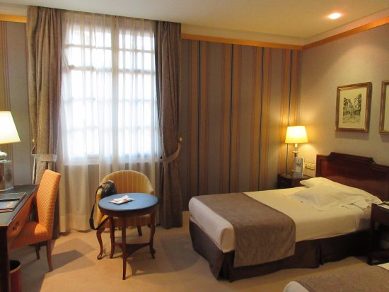 Eurostars Hotel de la Reconquista: My well appointed room