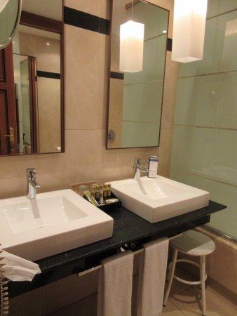 Eurostars Hotel de la Reconquista: Nice bathroom