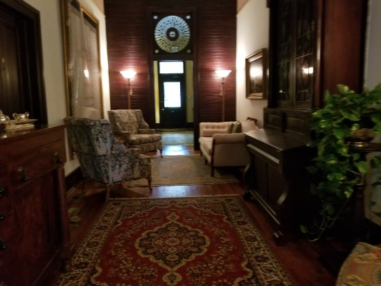 Madison, GA: entry hall
