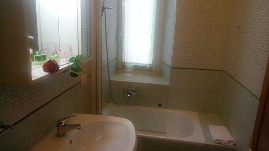 Bagno con vasca picture of b b alenic rome tripadvisor