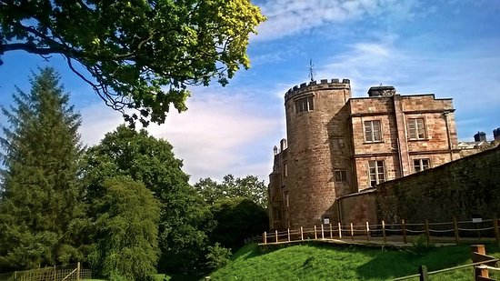 Appleby Castle: Round tower and bailey walls