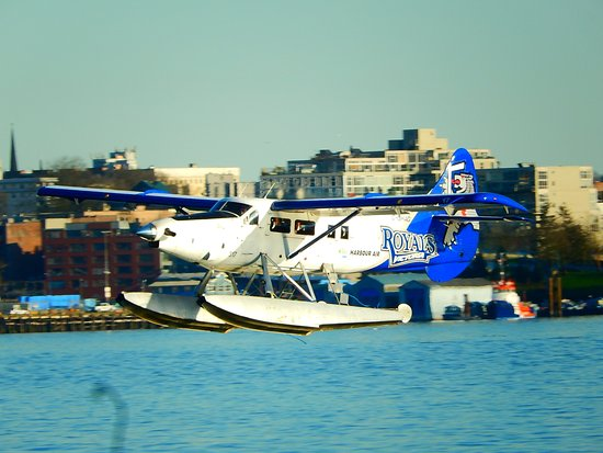 Brockton Point Lighthouse: watching the seaplanes from the point