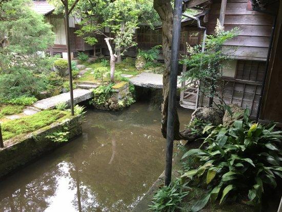 Sekisenso: 敷地を流れる川