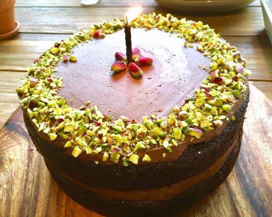 Warkworth, Nuova Zelanda: chocolate pistachio cake (v)