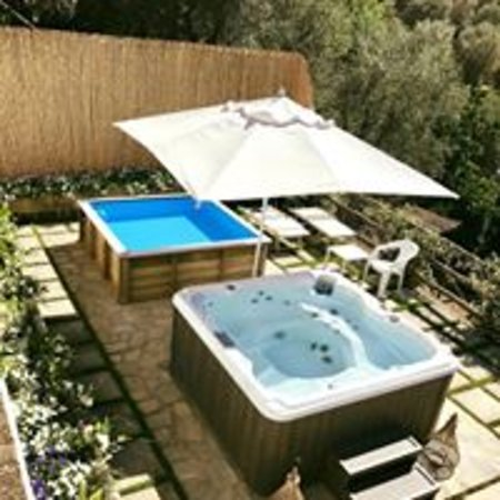 Outdoor Mini Jacuzzi.Outdoor Jacuzzi And Mini Pool Picture Of Villa Carolina
