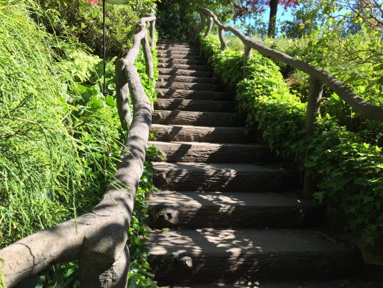 The Butchart Gardens : stairway