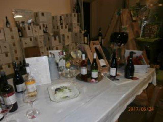 Pergola, Italia: Display of wines at Villa Ligi winery in the tasting area
