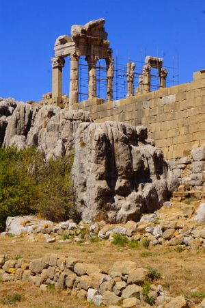 Kfardebian, Líbano: Вид на большой храм