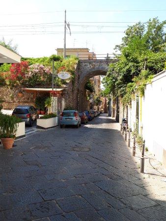 Hotel Club Sorrento: Street view