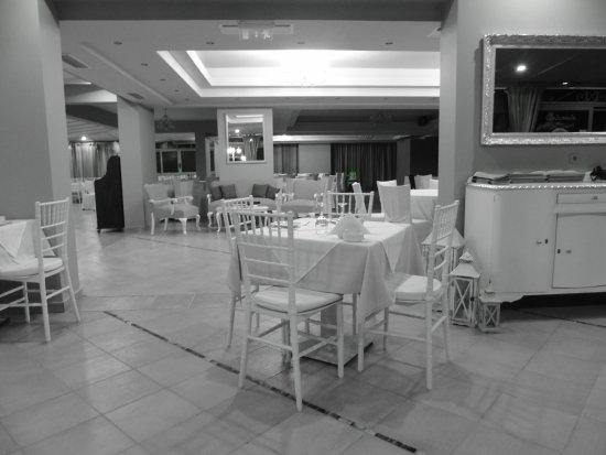 Andromeda Restaurant: Inside in Black and White!