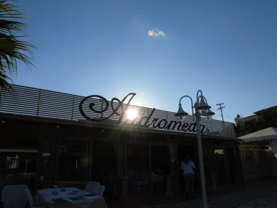 Andromeda Restaurant: Looking up to the Heavens