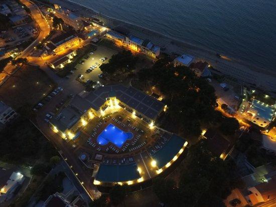 San Menaio, Italia: Panoramica, con vista Orchidea Blu, piscina, parcheggio interno, distanza dal mare