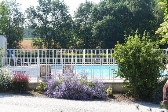 Barrou, France: piscine chauffée