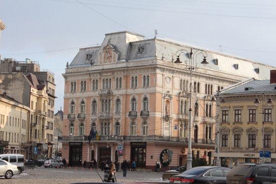 George Hotel: Проходил мимо. Красивая архитектура.