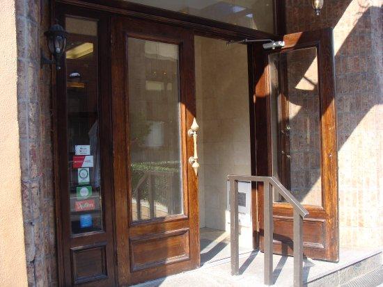 Hotel St-Denis: Entrance to Hotel Saint Denis