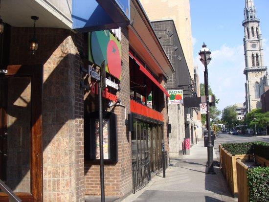 Hotel St-Denis: Street and Adjacent Restaurant to Hotel Saint Denis
