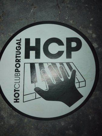 Hot Clube de Portugal: Posa vasos con el logotipo del local.