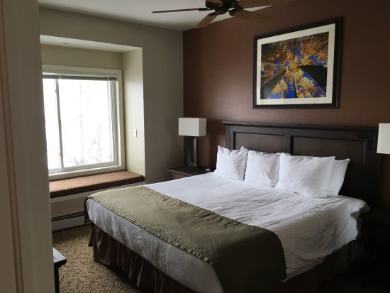 Wyndham Vacation Resorts Steamboat Springs: Master bedroom with window seat