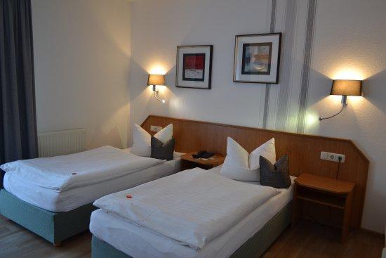 Hotel & Restaurant  Zur Linde
