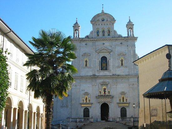 Varallo, Itália: La facciata della Basilica