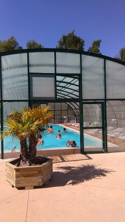 Piscine couverte et chauff e photo de camping le pr for Camping saint malo piscine couverte