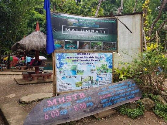 Пандан, Филиппины: 깔리보에 있는 계곡입니다. 물이 매우 차갑지만 수영을 몇 번 하면 차가운게 느껴지질 않아요. 비가 많이 오는 계절엔 튜브를 타고 내려오는 것도 가능합니다. 걸어서 갈 수 있