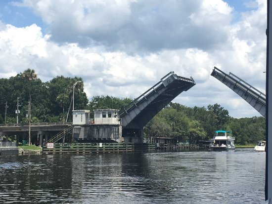 DeLand, FL: Watching from the blue heron boat as the bridge is opening for a houseboat to pass under. We spo