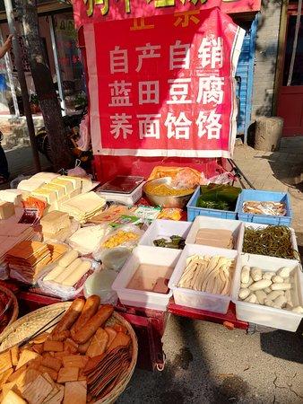 Chenggong International Hotel : morning market