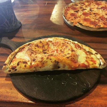 Mauricio's San Juan Pizzeria : Calzone and pizza