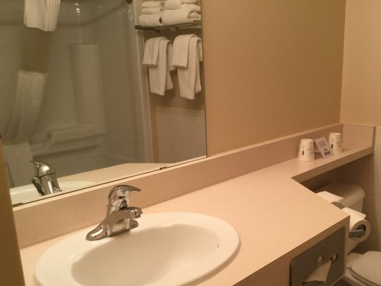 Bathroom Sinks Guelph days inn guelph - updated 2017 prices & hotel reviews (ontario