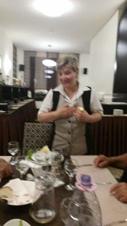 Baile Tusnad, Roumanie : המלצרית החביבה בחדר האוכל. אוהבת ישראלים!
