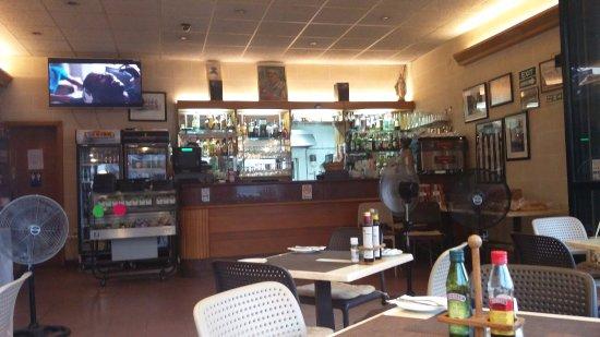 L'Escargot Bar and Restaurant: the interior