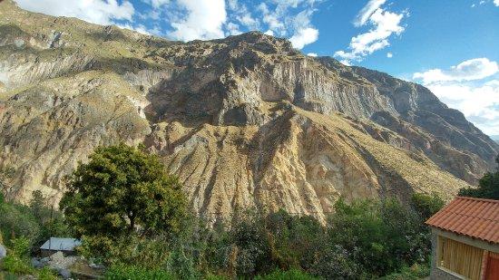 La Casa de Roy Colca: Trail to Cabanconde can be seen