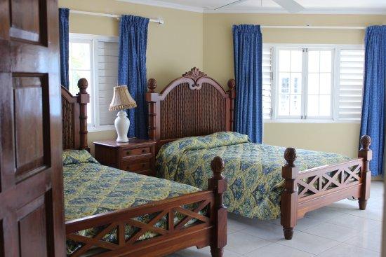 Beachcomber Club: 2 bedroom apartmwnt /villa double room.