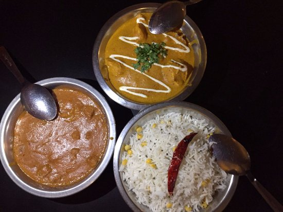 Curry Sultan: Beef Vindaloo, Butter Chicken y Coconut Rice.