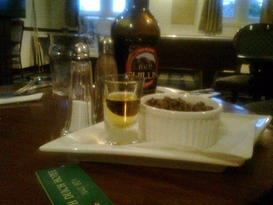 Loch Duich Hotel: Haggis e whisky
