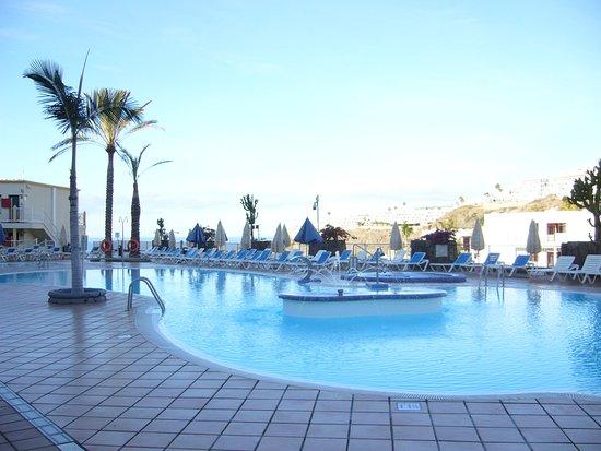 Natural Park Apartments : Fint poolområde